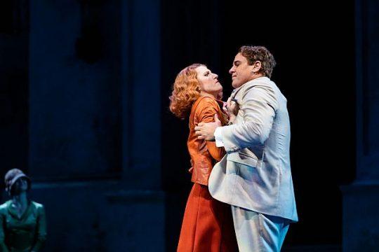 Amanda Majeski_and Lucas Meachem in Don giovanni at Lyric Opera of Chicago. (Kyle Flubacker photo)