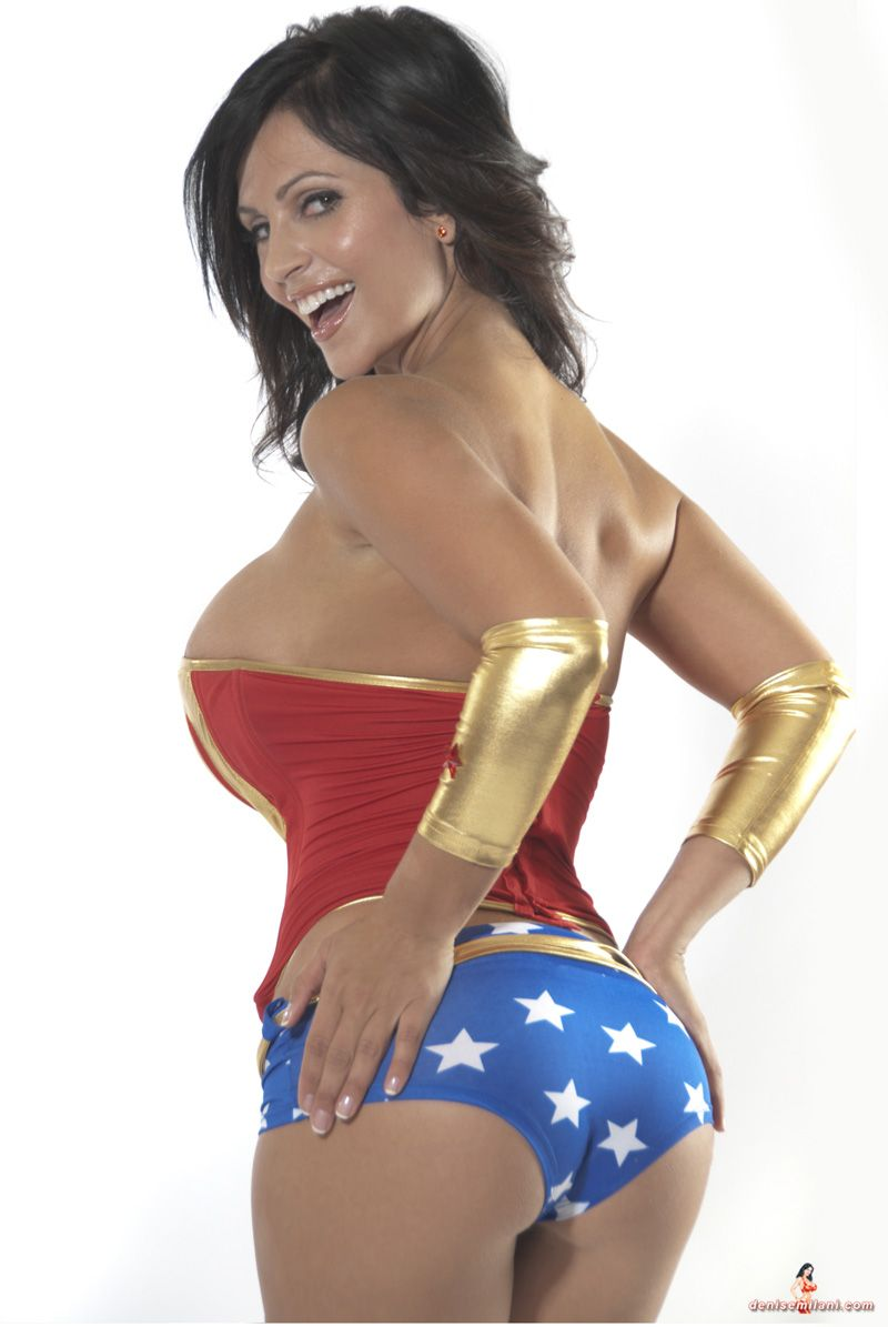 wonder woman sexy cosplay brunette