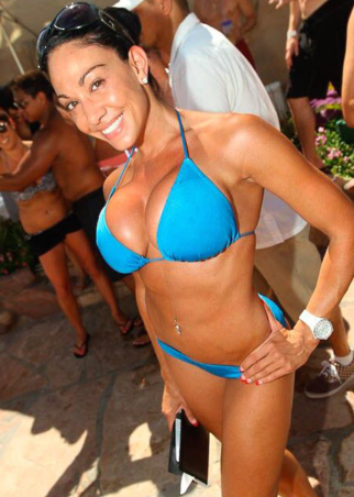 super hot pool waitress las vegas