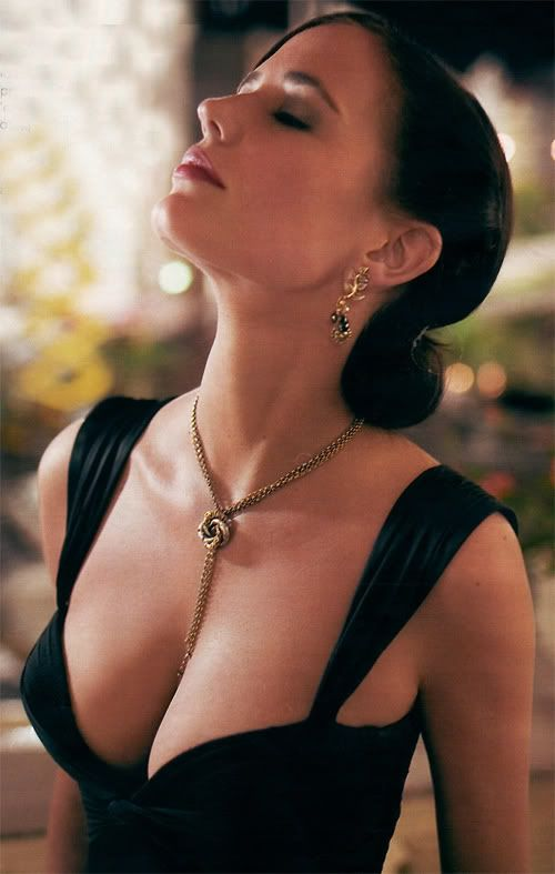 busty sexy eva green in bond movie