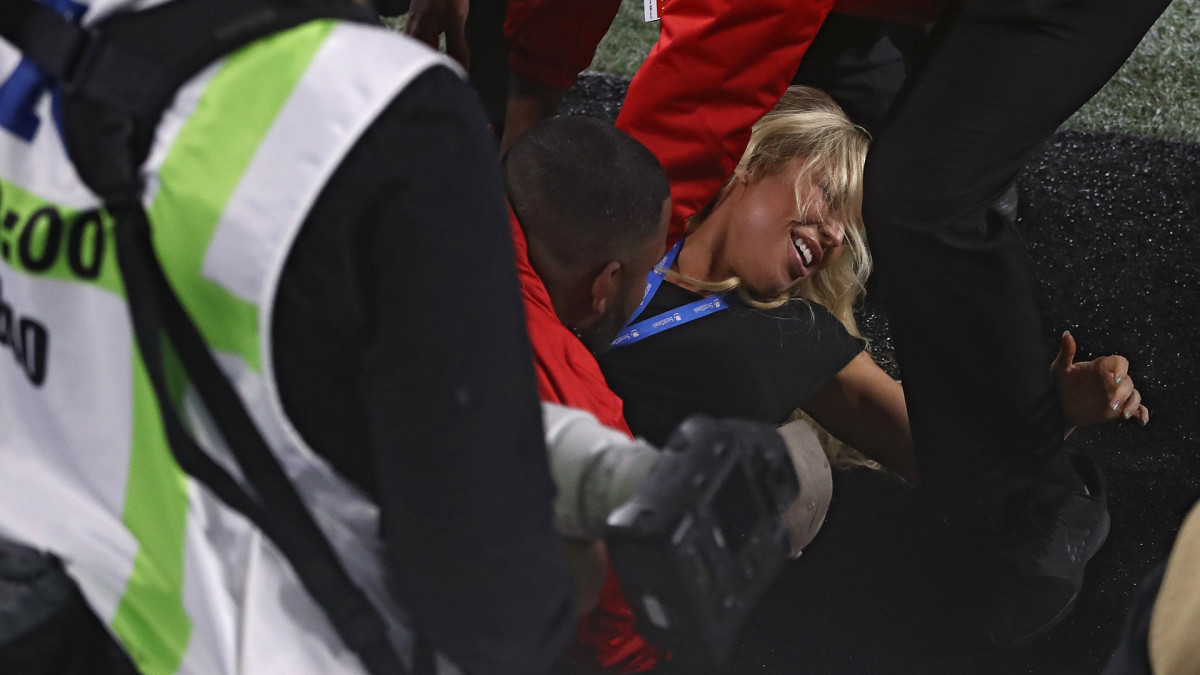 super bowl streaker babe kelly kay tackled by cops police