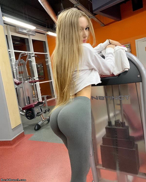 super hot blonde babe working out yoga pants