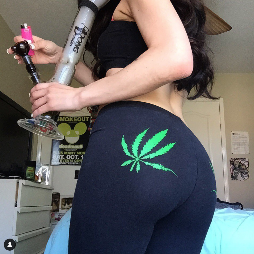 bong ass leaf so hot babe city