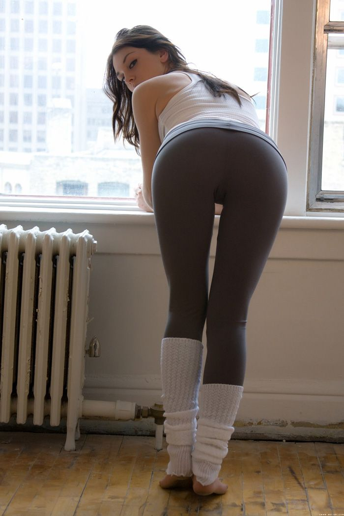 brunette girl beautiful butt spandex sexy