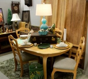 Ethan Allen Table w 6 chairs