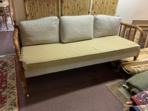 Solid daybed