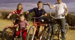 4 kids from the 1960s with their bikes