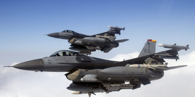 2 F-16 Fighting Falcons