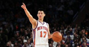 Jeremy Lin pointing to pass