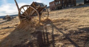 Old Wagon and deserted town