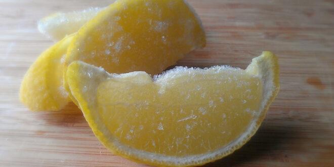2 frozen lemon slices