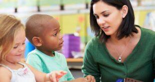 Kindergarten teacher teaching educational stories