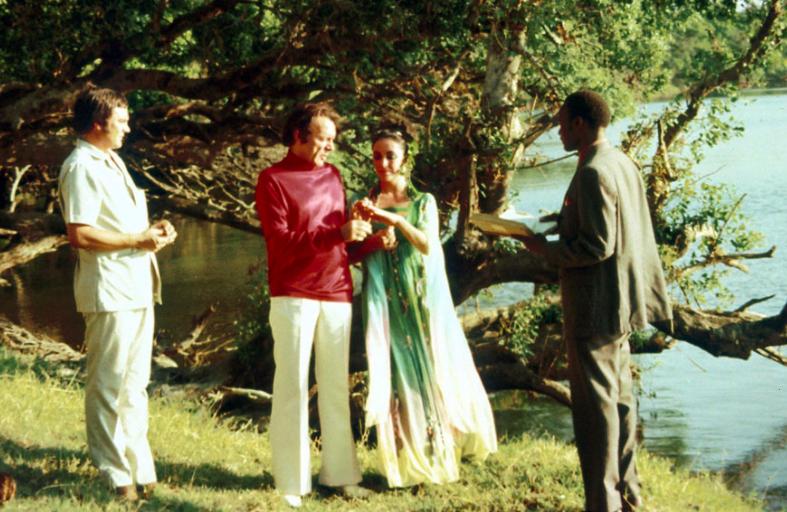 Elizabeth Taylor and Richard Burton marry in Botswana 1975