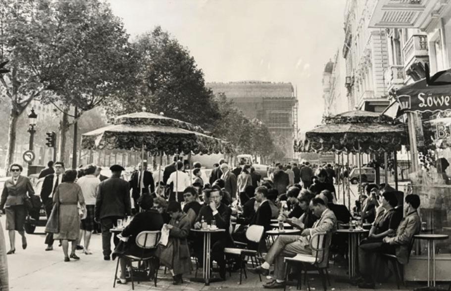Paris_Café terrace, Avenue des Champs‑Eysees, circa 1972 copyright BHVP