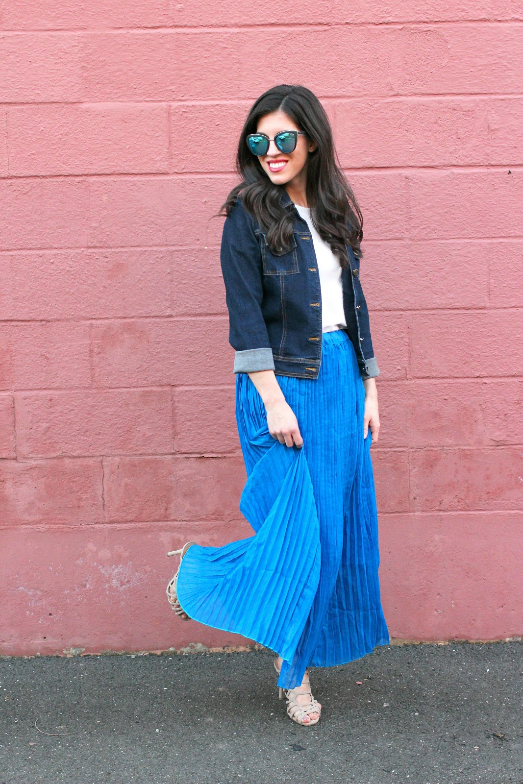 Maxi pleated skirt and denim jacket