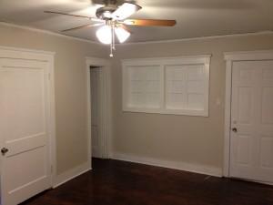 Holman - Living to door (Medium)