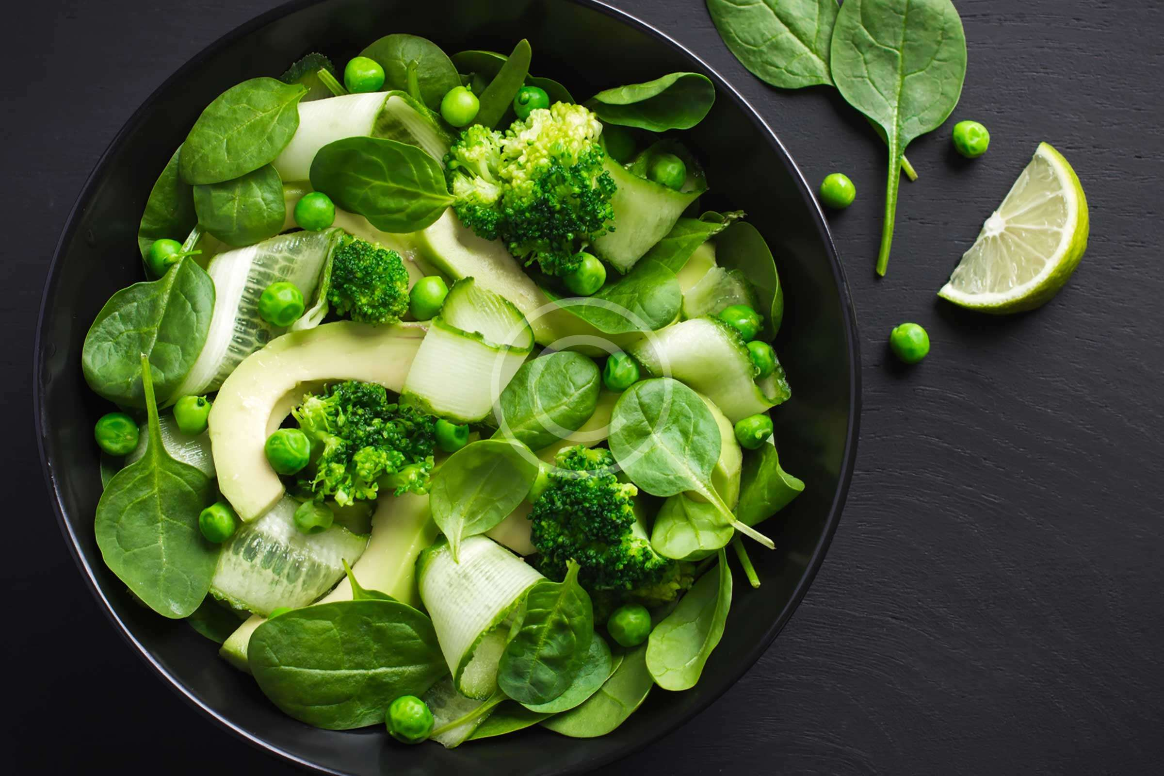 Green Salad with Cucumber, Spinach and Avocado