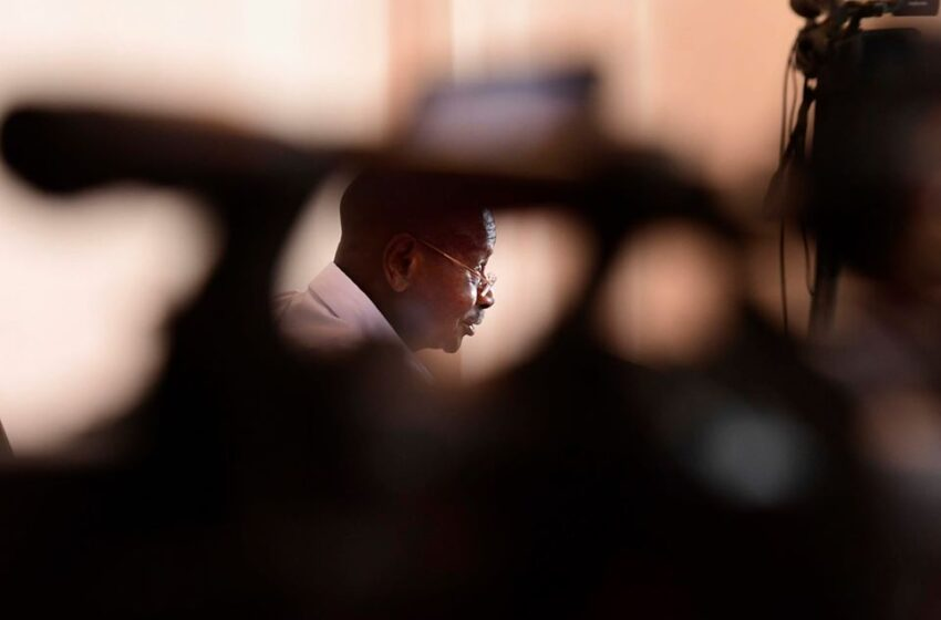 Imana iri hose, dusengere mu rugo twime amahirwe coronavirus – Museveni