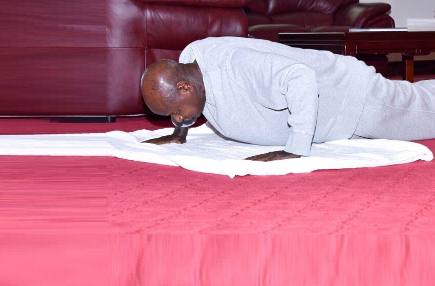 """Museveni yerekanye amafoto y'uko abyuka akora Siporo mu rugo, abaturage bati """"Turashaka Videwo"""""""