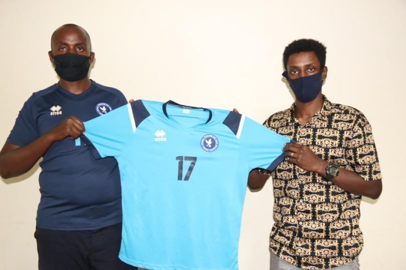 Police FC yerekanye  Ntwari Evode iherutse gusinyisha imukuye muri Mukura