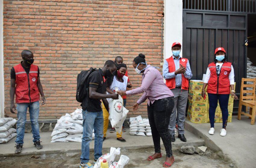 Croix Rouge y'u Rwanda yabaye umubyeyi ku bagizweho ingaruka na COVID-19