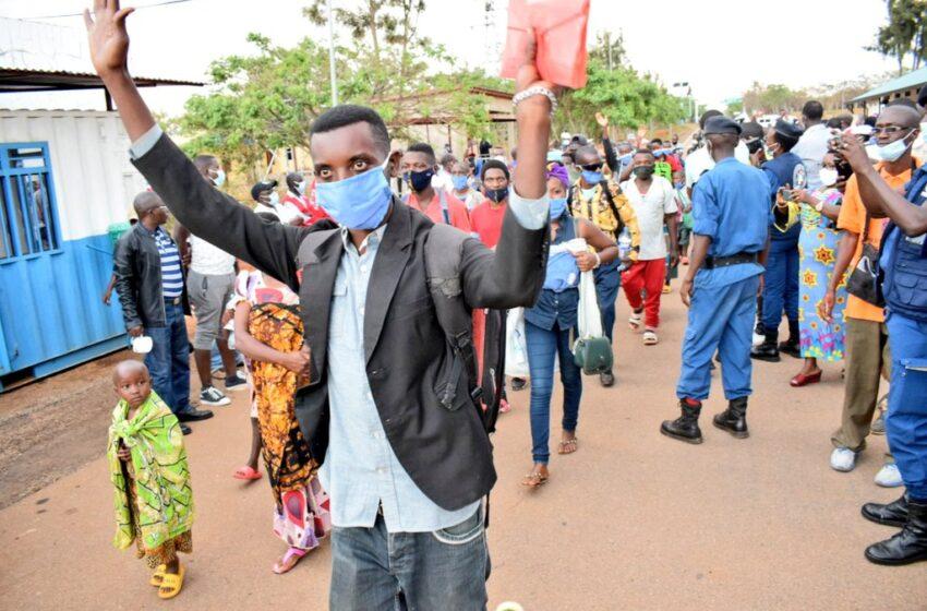 AMAFOTO:Abarundi bavuye i Mahama bageze iwabo amahoro