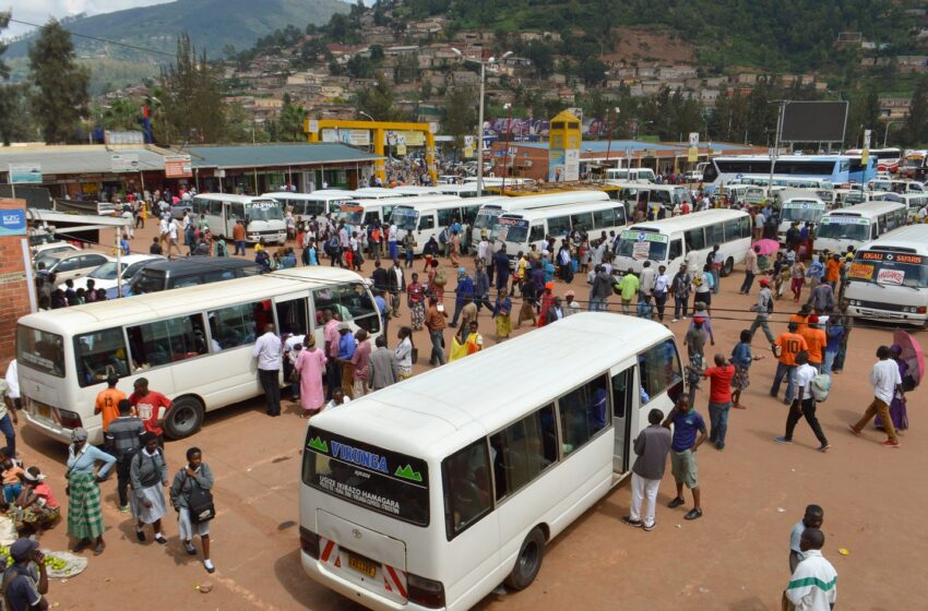 Imodoka rusange hagati y'Intara&Kigali zahagaritswe, abakorera mu biro ni 30%, gutaha 19:00,…