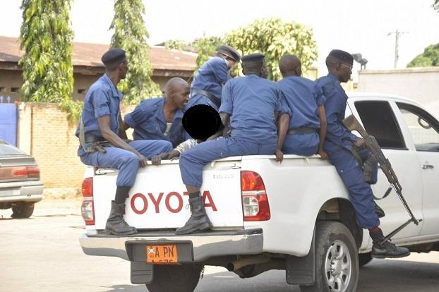 Gisagara: Ababyeyi bavuga ko hagiye gushira ukwezi Polisi y'u Burundi ibashimutiye abana