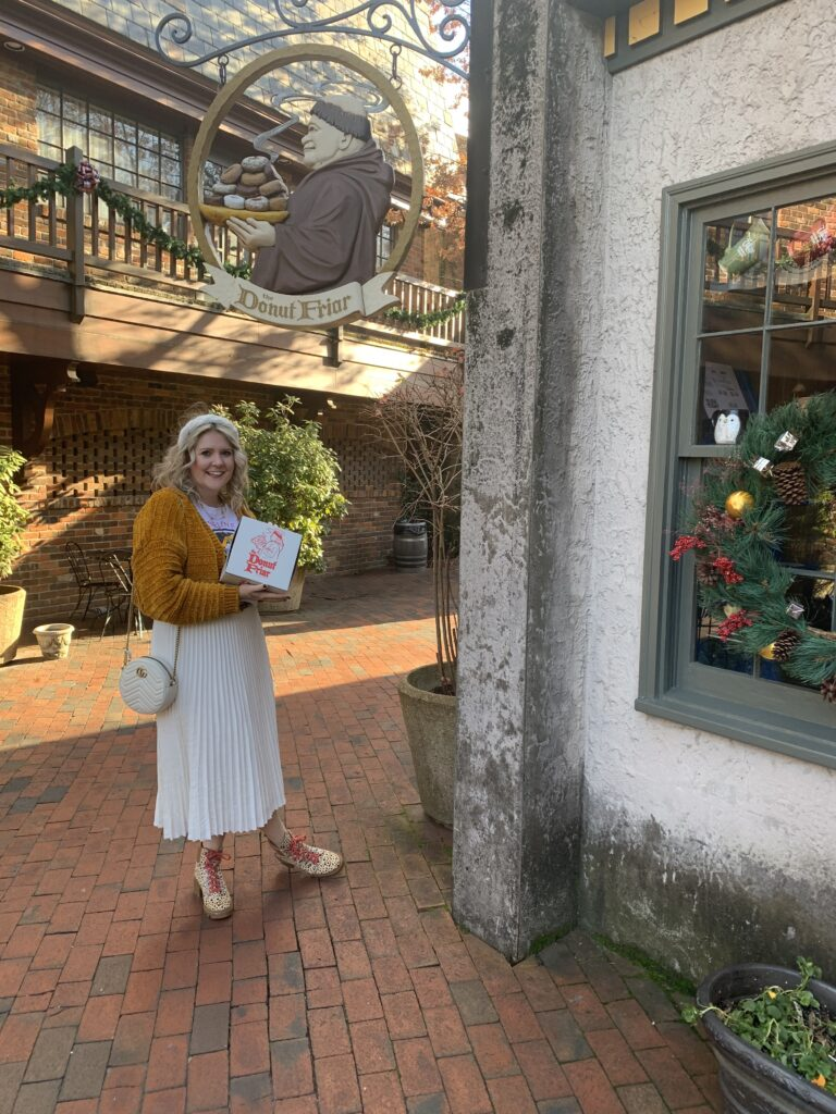 Travel Guide to Gatlinburg and Pigeon Forge. Donut Friar