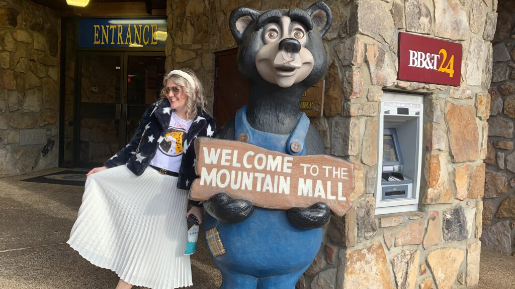 Travel Guide to Gatlinburg and Pigeon Forge, Mountain Mall