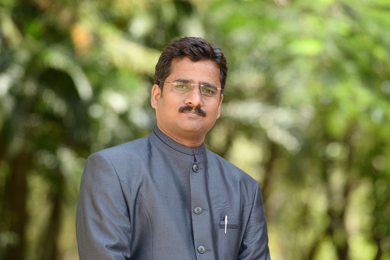 <strong>Dr. Ashok R. Patil</strong>