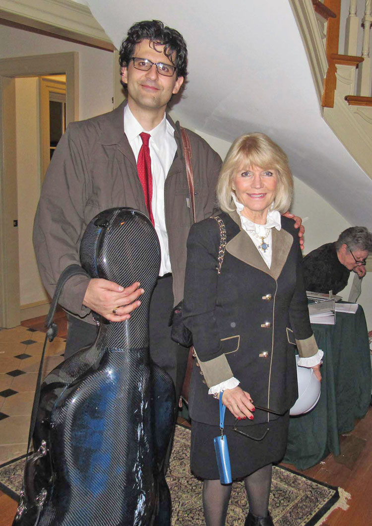 Cellist Amit Peled with Lena Lundh.