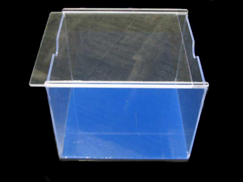 Plastic food bin with slide lid