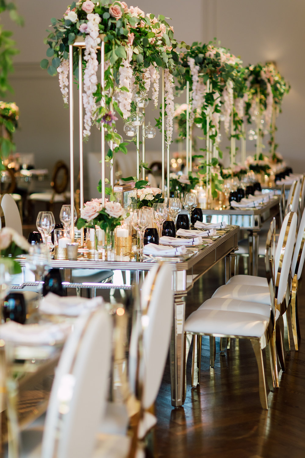 Roses and gold accent wedding tablescape