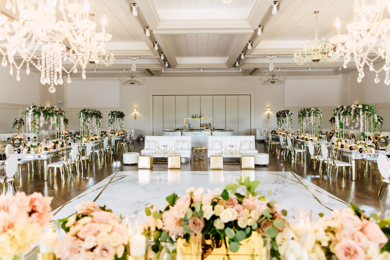 Roses and gold accent wedding decor with marble floor