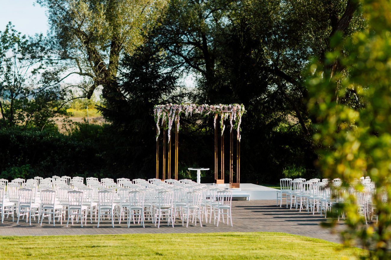 outdoor wedding ceremony at the Arlington