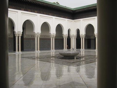 在清真寺内