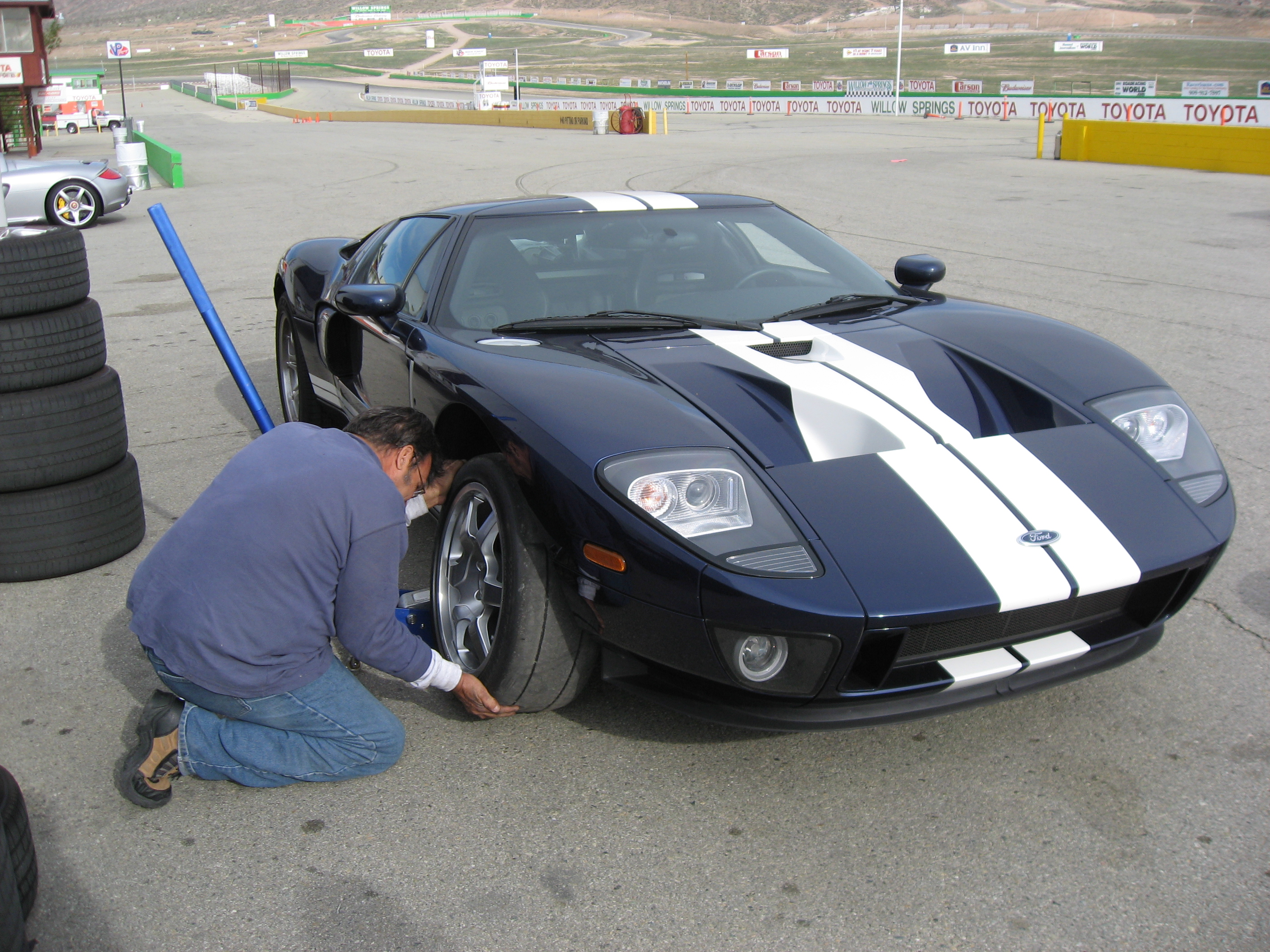 2005 Ford GT School Tire Change