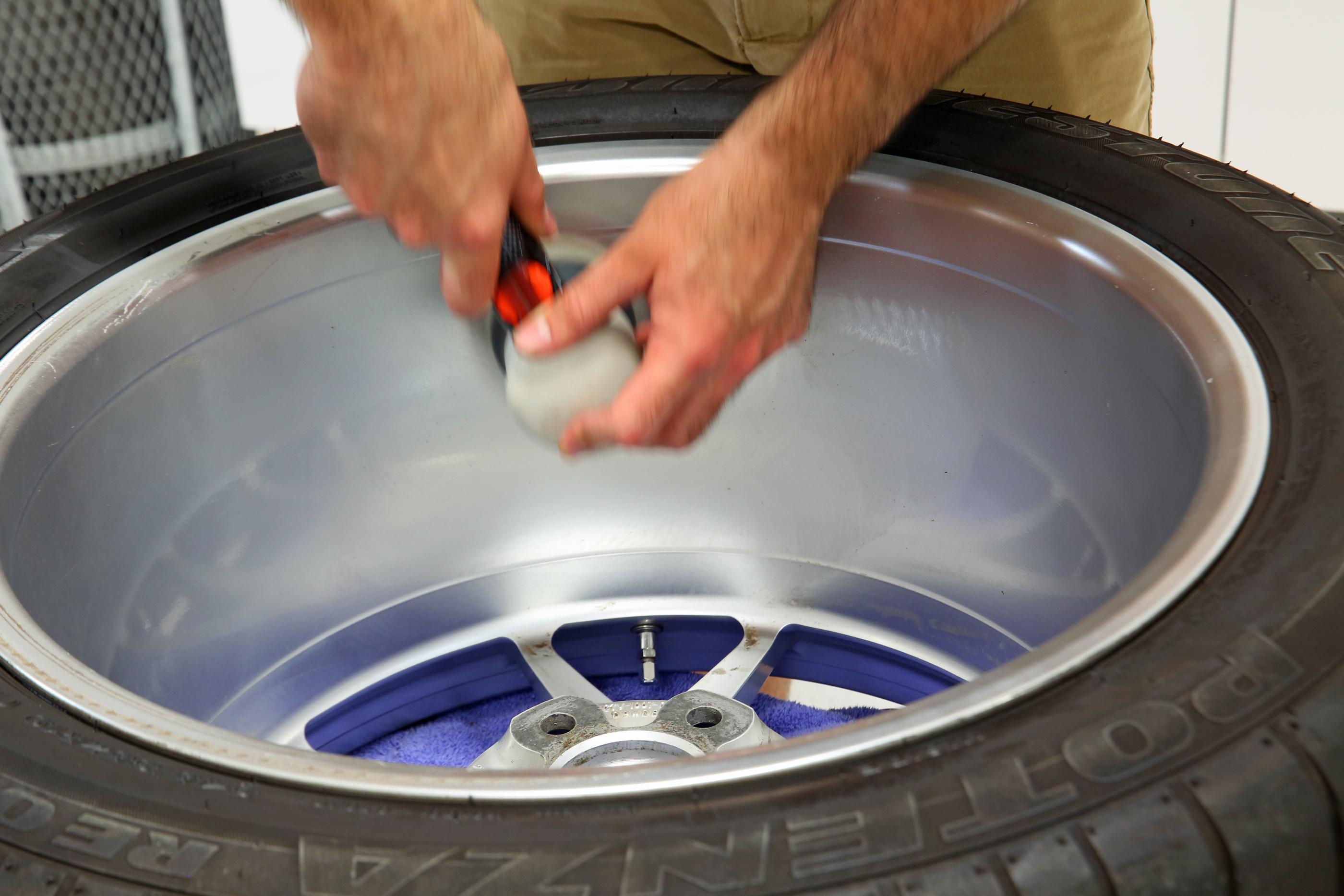 2005 Ford GT Wheel Detail