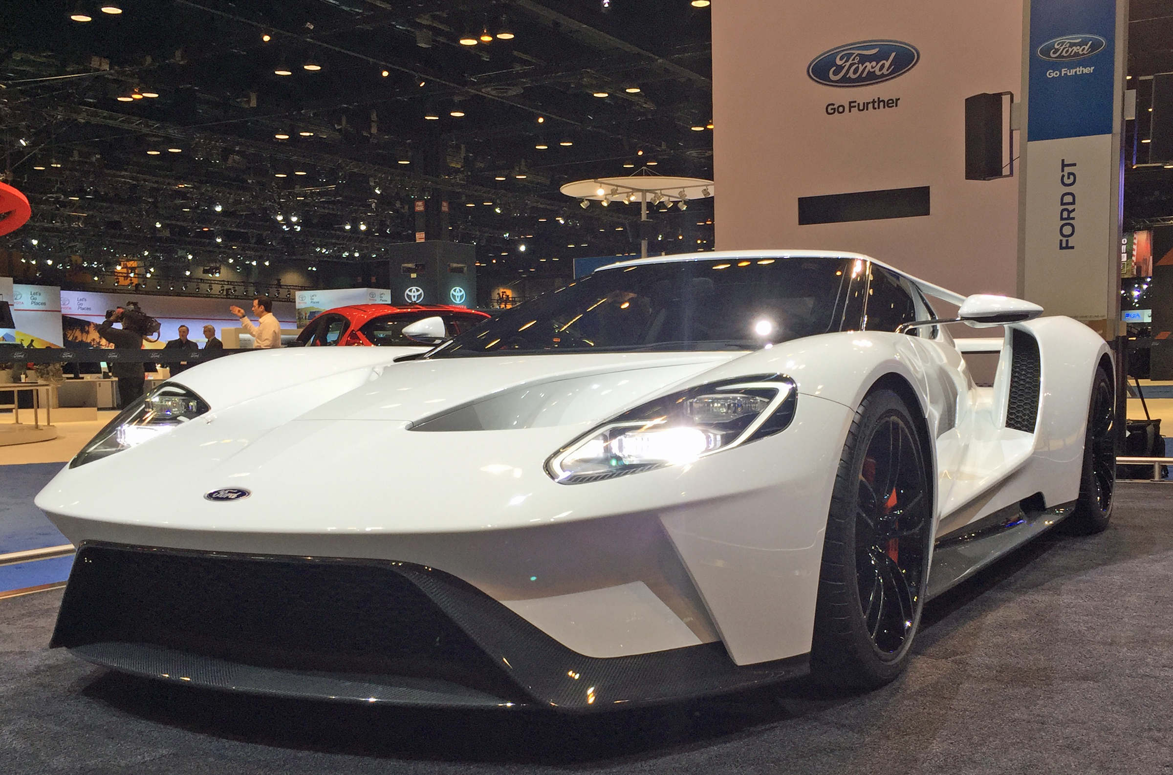 2017 Ford GT White Chicago Auto Show Front