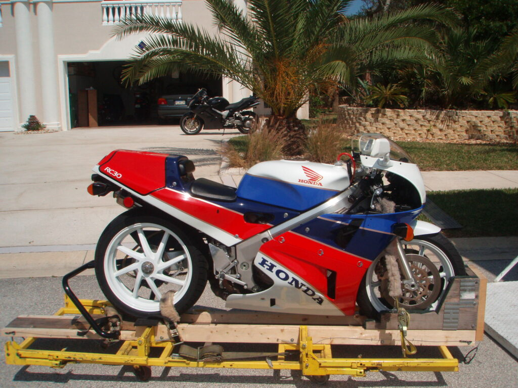 1990 Honda RC30 Shipping