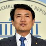 [시사] 6년만에 법사위 떠나는 김진태 의원. 배경은 김성태가 상의 없이 짤라.