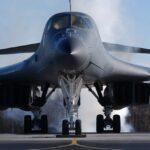 美 B-1B 폭격기, 괌서 '이례적' 日 전진 배치…북중 동시 압박