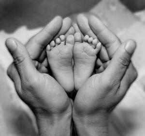 babyblackandwhitefeethandsphotographbighandssmallfeet-ae3bcb9f5dd5a88cde306865ca021603_h