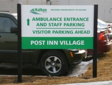 Free-standing ground sign