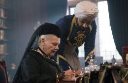 Image of Judi Dench and Ali Fazal in the movie Victoria and Abdul