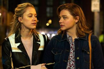 Image of Chloe Grace Moretz and Maika Monroe in Greta (2019)