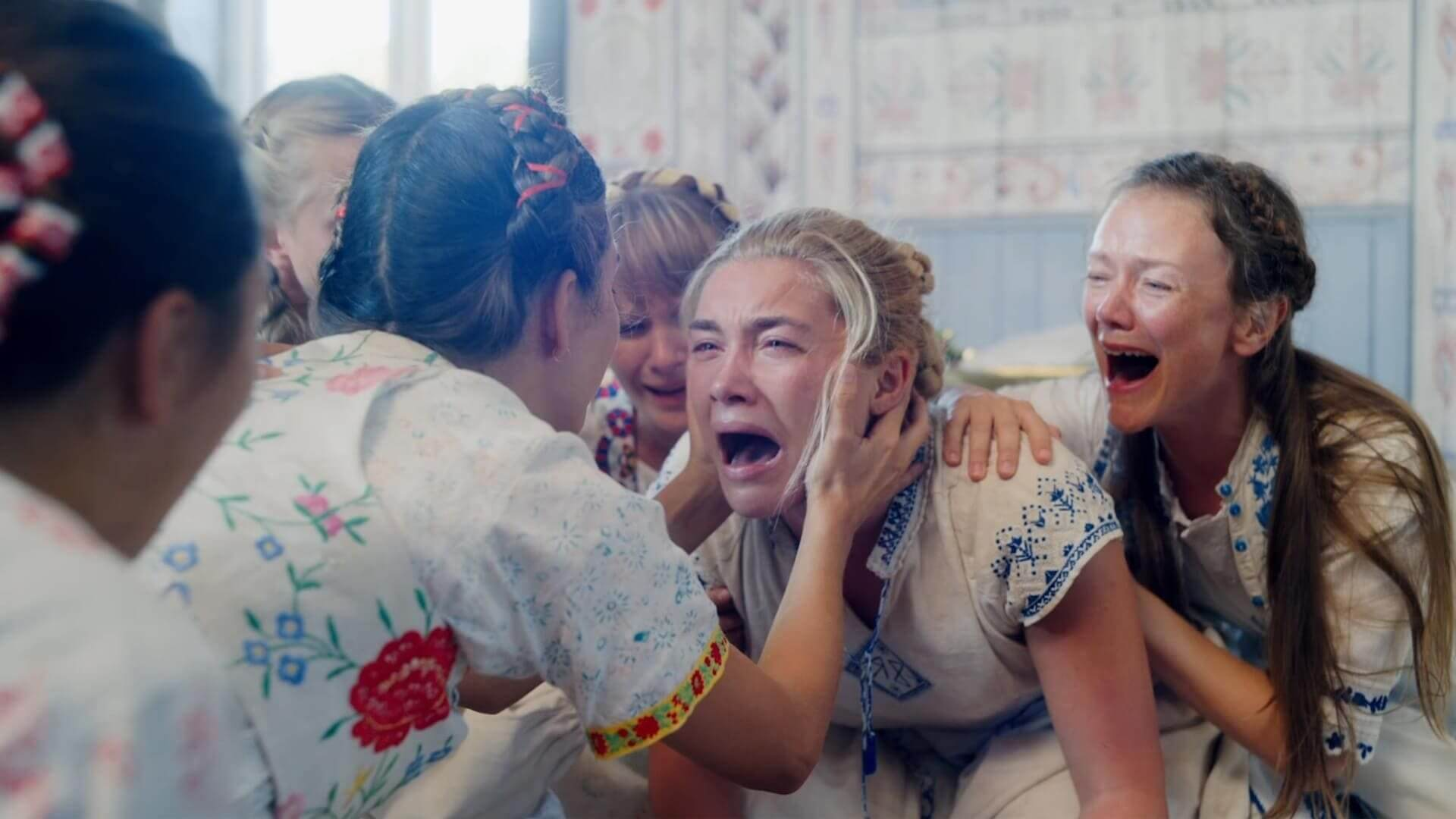 Florence Pugh crying in Midsommar -