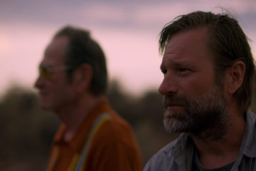 Aaron Eckhart and Tommy Lee Jones in Wander (2020)
