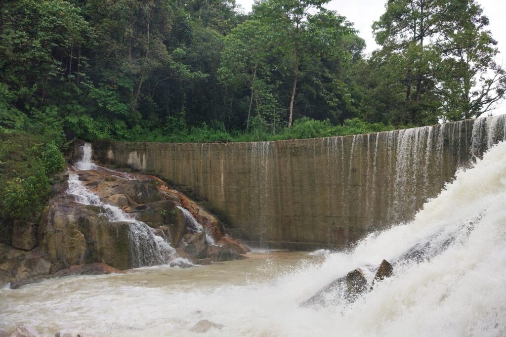 Strong currents at Lubuk Timah waterfall